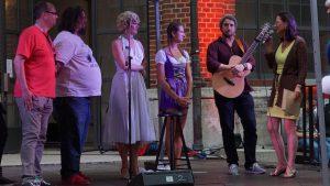 Gewinner Melina Schmoll, Daniela Meier und Ryan Inglis mit Claudia Tausend (r) und alex sebastian, Dirk Wagner (l)